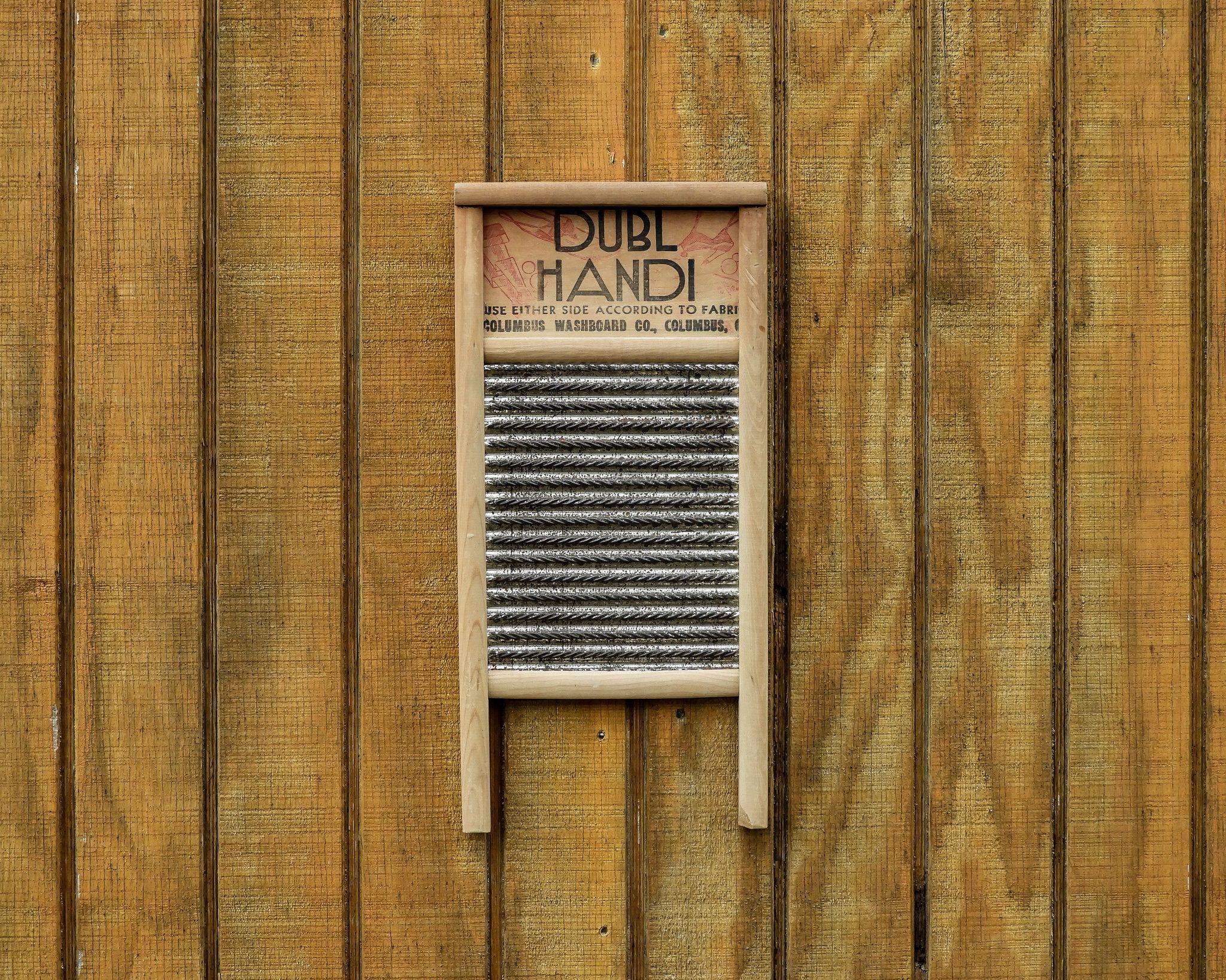Antique Wash Board Dubl Handi Art Deco Wood Metal Red W Black Light Tone Wall Hanging Rustic Chrome Home Decor Primitive Washboard In 2020 Art Deco Decor Rustic Western Decor Vintage Vases