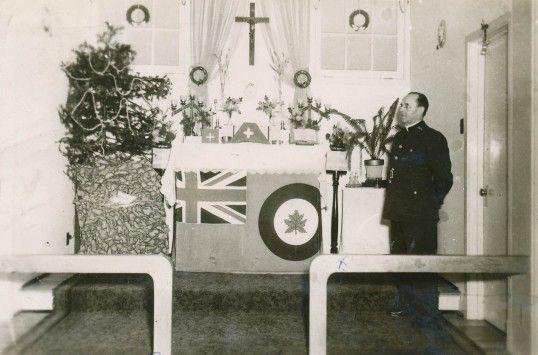 Noel1944, Base de Mont Joli, aumônier catholique pour les canadiens-français de la base.