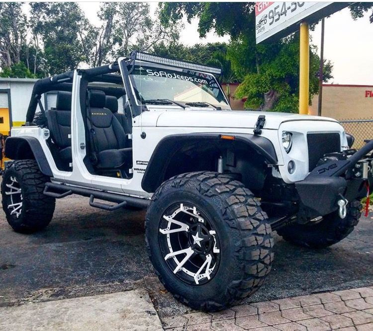 White Jeep With Unique Looking Wheels With Images Car Wheels