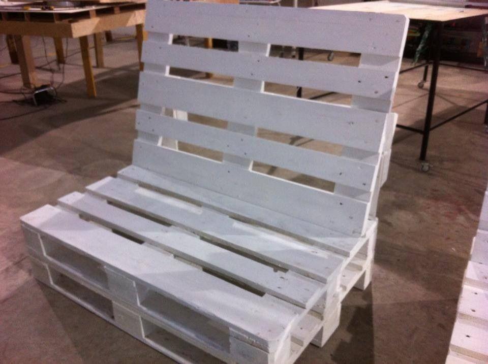 Sillon palets con respaldo innomaq gama de muebles creada para inmadelboa si te gusta - Hacer sillones con palets ...