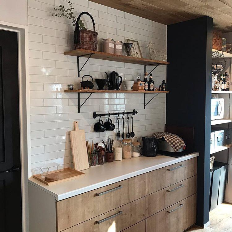 ボード キッチン背面とカウンター壁デザイン のピン