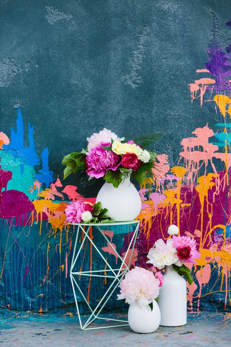 love the colors and the combo of the painted wall and flowers.