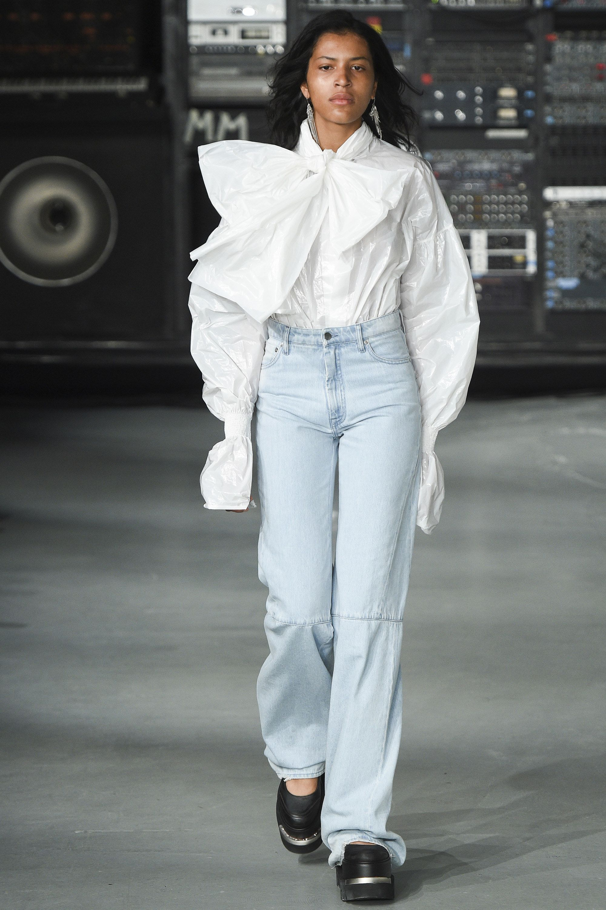 MM6 Maison Margiela Spring 2016 Ready-to-Wear Collection Photos - Vogue #cartonmagazine