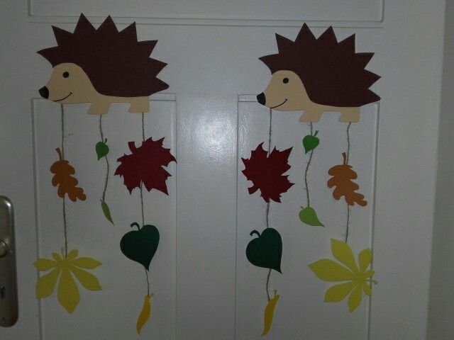 Fensterbild Herbst Igel mit Blättern  #blattern #fensterbild #herbst #igelbastelnfensterbild
