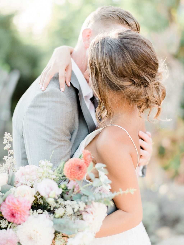 Boho garden wedding with endless style vaulting and wedding