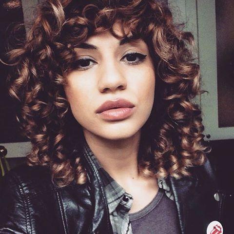 Repost by @curlsbyyogirl ➰ CURLS! Cut by @sashastylist  #curlyshag #shag #curls #curlyhair #hairinspo #80s #stylistssupportingstylists #behindthechair #modernsalon #hairbrained #hotonbeauty #instahair #hairoftheday #BARBAR #barbarhair #barbarhairtools