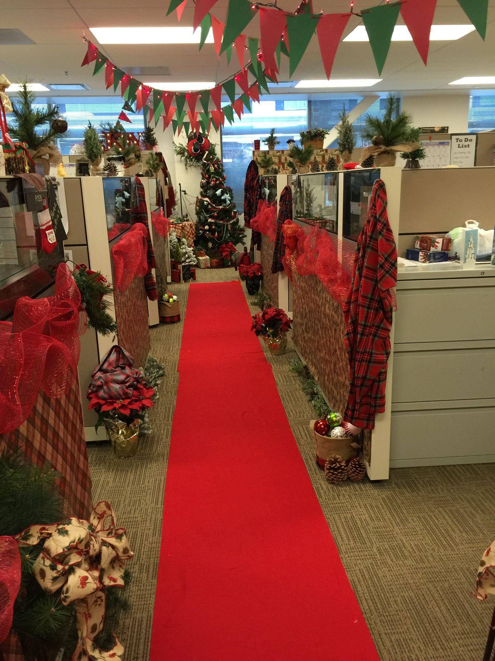Office holiday decor 2015 adornos godin decoraci n for Decoraciones navidenas para oficinas 2016
