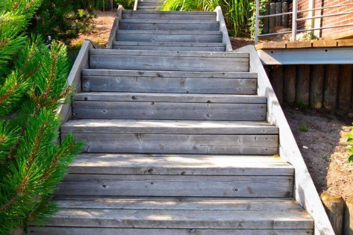 Gartentreppe Holz selber bauen   Gartentreppe, Holztreppe ...