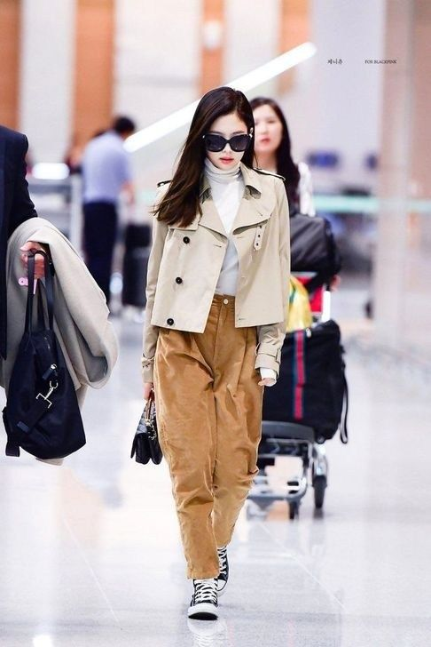 50 Classy Airport Outfits Ideas For Your Inspiration #kpopfashion