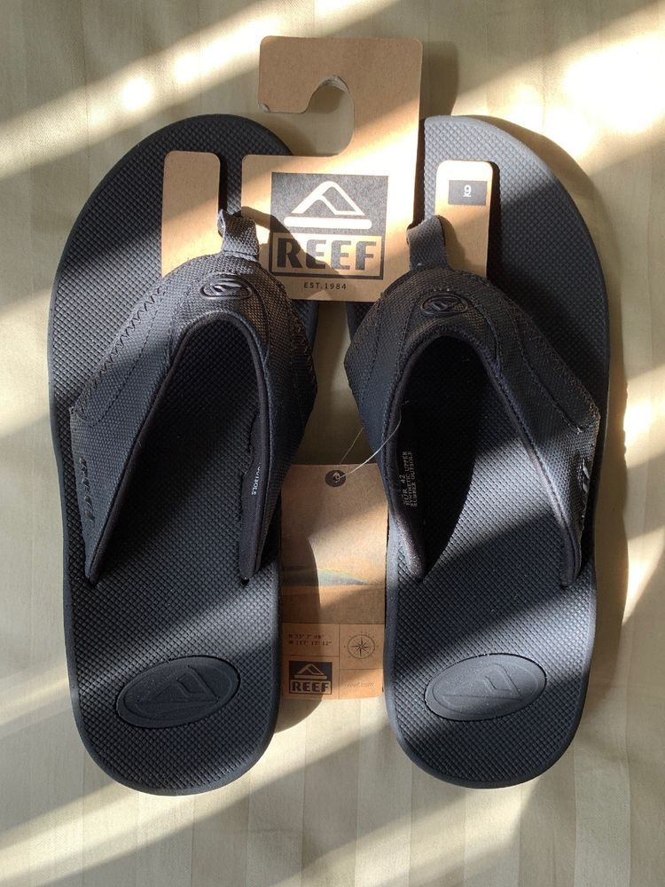 fac7cf463 NEW - Reef Fanning Bottle Opening Bottom Flip Flop Sandals All Black Size 9   fashion