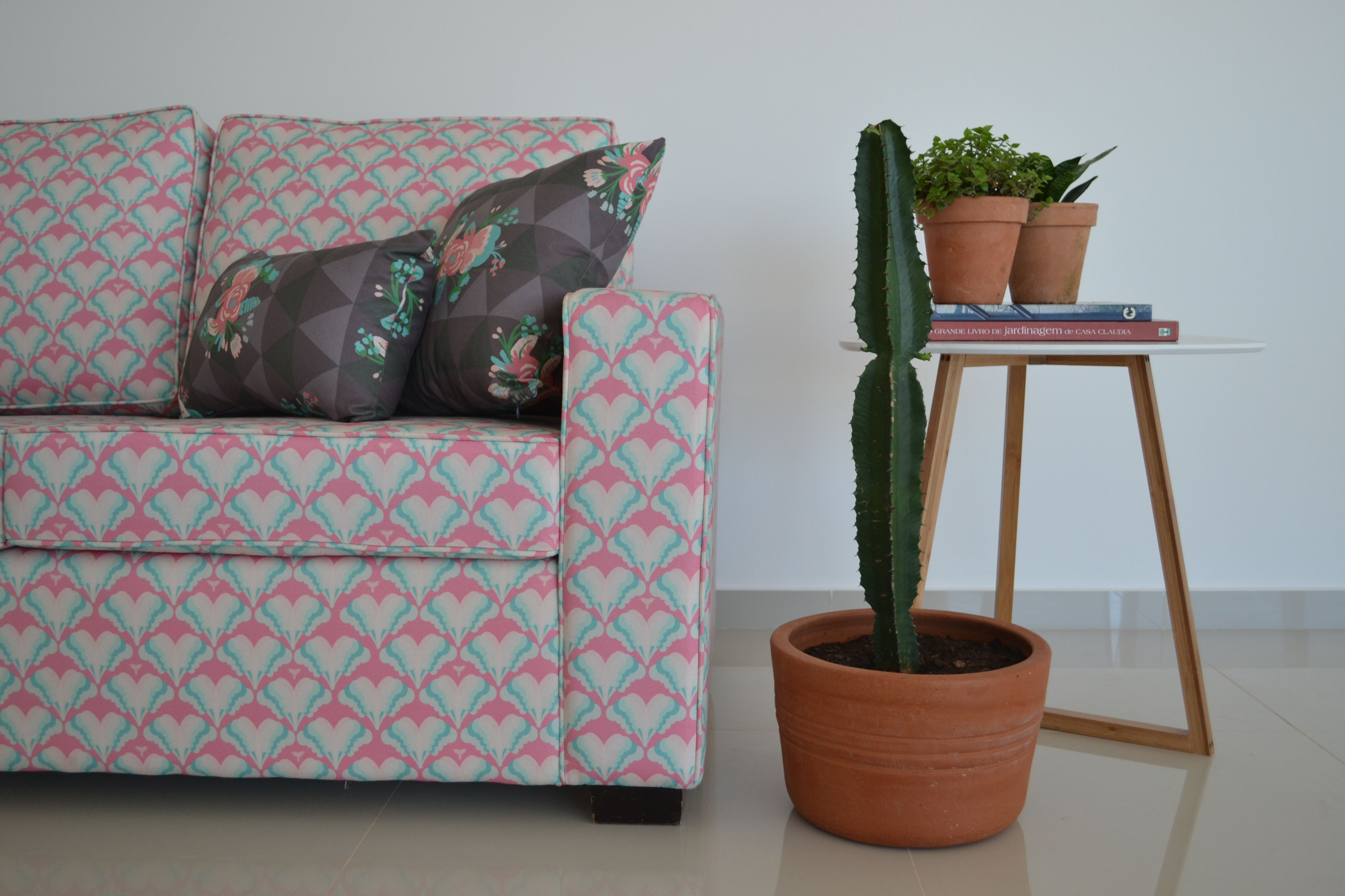 Composição sofá estampado ( www.dottastudio.com.br)