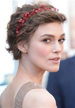 Peinados de fiesta  Keira Knightley con diadema -- Mujerhoy.com ... f381d03c9db1