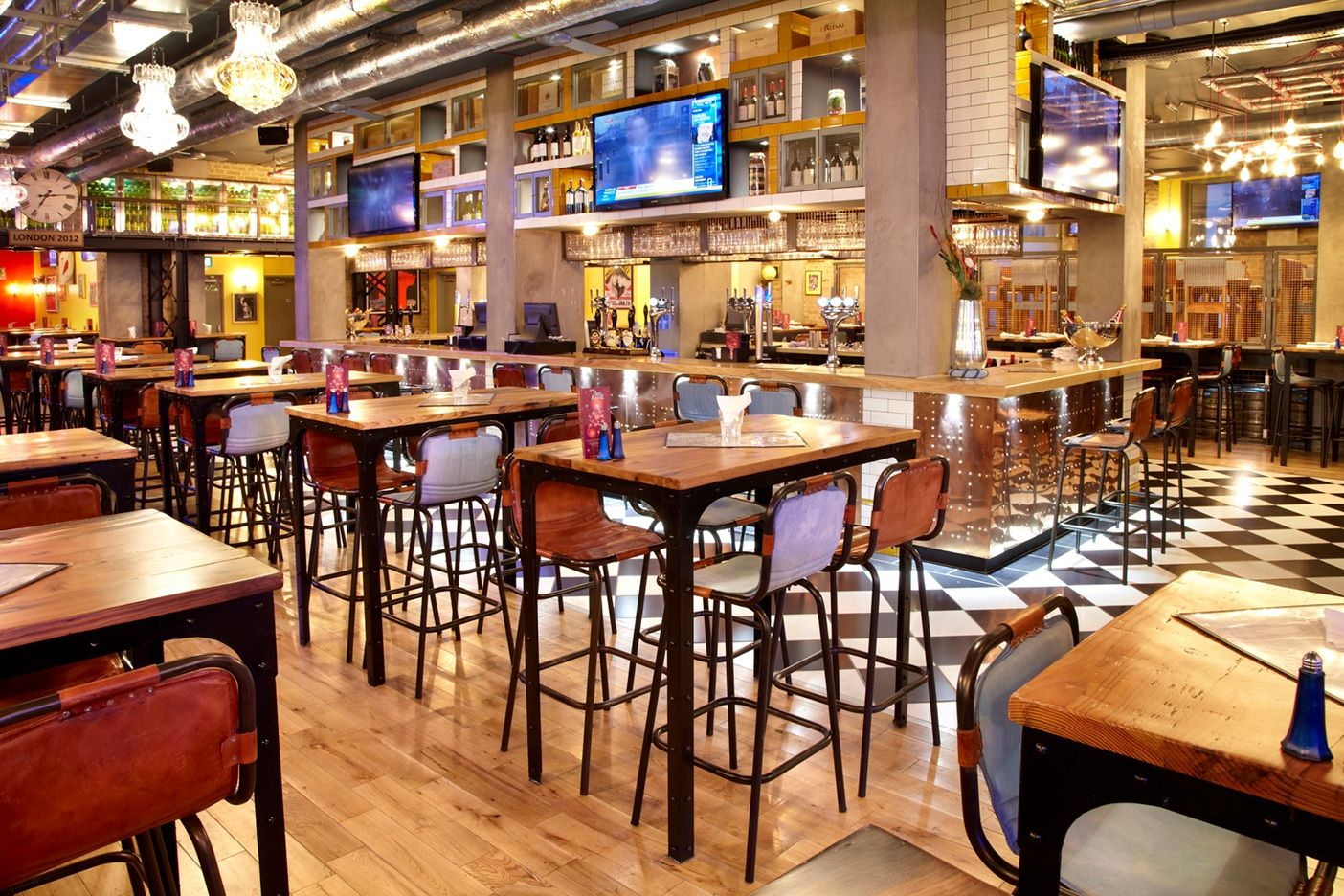 Sports bar and grill Waterloo , cool interior | Office | Pinterest ...