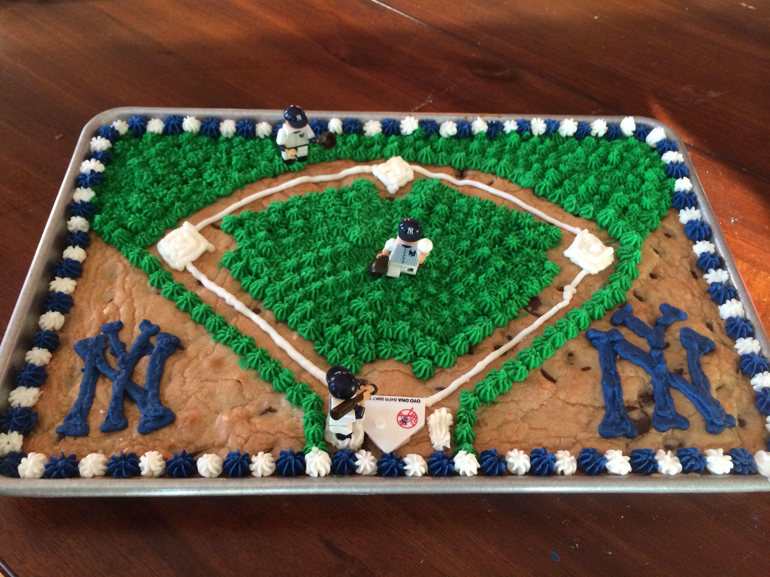 New York Yankees Baseball Cookie Cake With Yankee Oyos