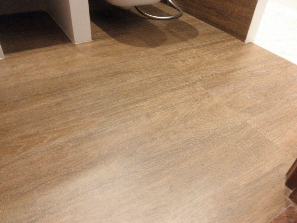 suelo bao moderno imitacion madera