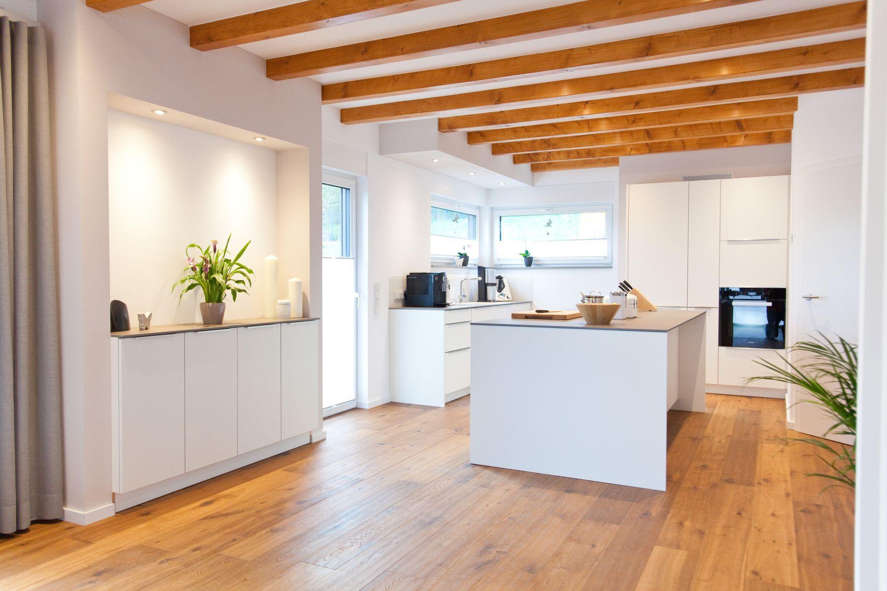 kueche weiss modern landhausstil keramik bora kochfeld 011 thumb k che. Black Bedroom Furniture Sets. Home Design Ideas