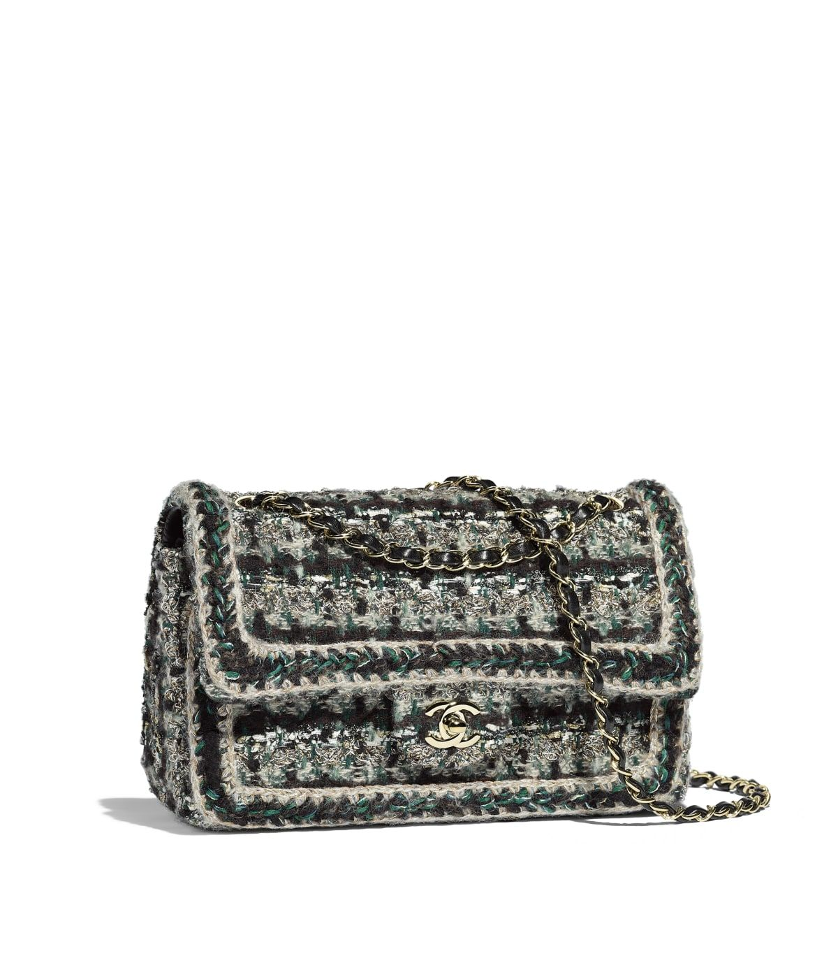 8b9c07be658177 Handbags of the Métiers d'Art Paris-Hamburg 2017/18 CHANEL Fashion  collection : Flap Bag, tweed, braid & gold-tone metal, gold, black, green &  white on the ...
