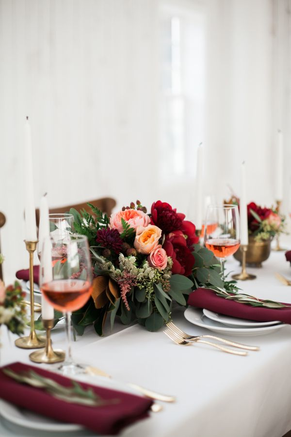 Festive holiday table decor: http://www.stylemepretty.com/little-black-book-blog/2015/12/24/festive-barn-wedding-inspiration/ | Photography: Emilie Anne - http://www.emilieannephotography.com/