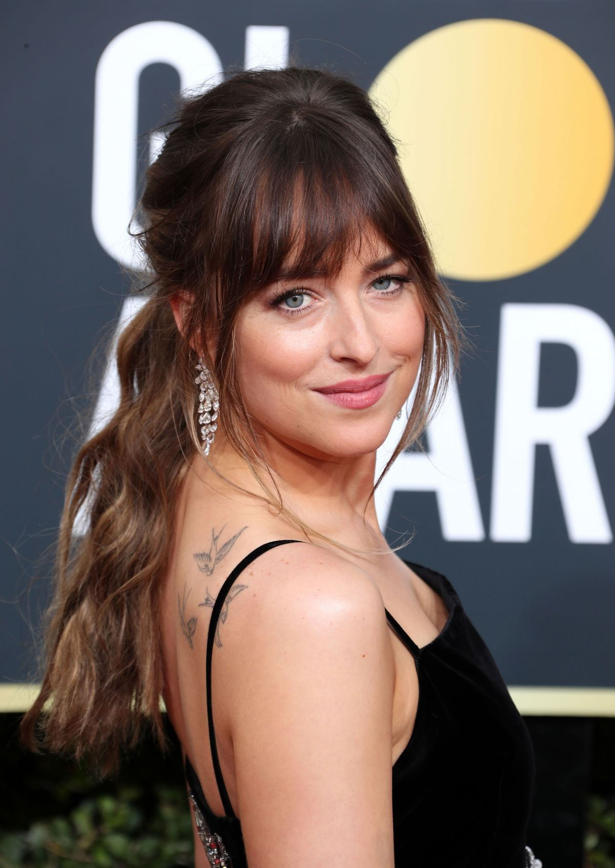 How To Style Side Swept Bangs Like 30 Of The Chicest Celebrities Long Hair With Bangs Side