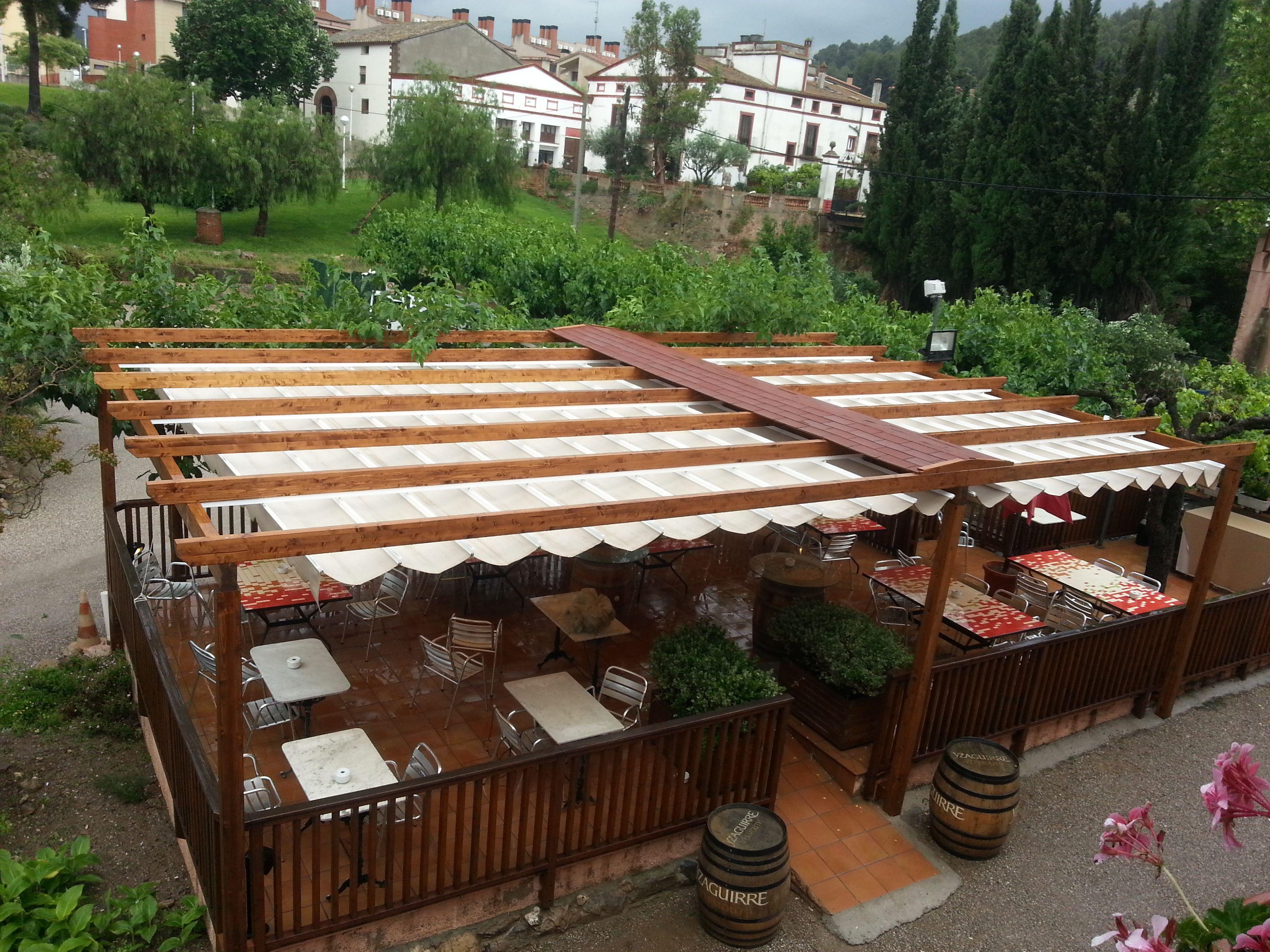 P rgolas de madera instaladas en restaurante el palau vell for Restaurante madera