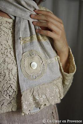 Écharpe en lin, dentelles et boutons, création Un Cœur en Provence