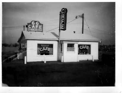 Fawns 66 Cafe.jpg Williamsville Illinois ran by Wilbur and Ruth Fawns Sr