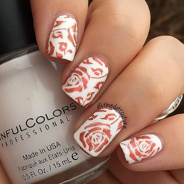 I love a clean white and red palette!!!! I used a base of @sinfulcolors_official Snow Me White stamped with @mpolishes I Need A Vacation using @pueencosmetics Plate 22 and stamper/scraper. Topped with @glistenandglow1 HK Girl quick dry top coat. ❤️❤️❤️❤️
