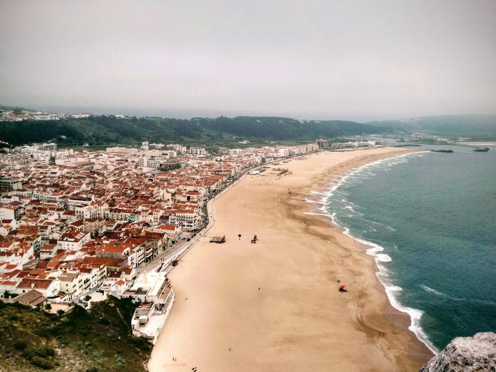 Las Mejores Playas Para Un Verano En Portugal De Oporto A Lisboa Pasando Por Madeira Y Azores Via Condé Nast Traveler España 26 05 En 2020 Lisboa Azores Portugal