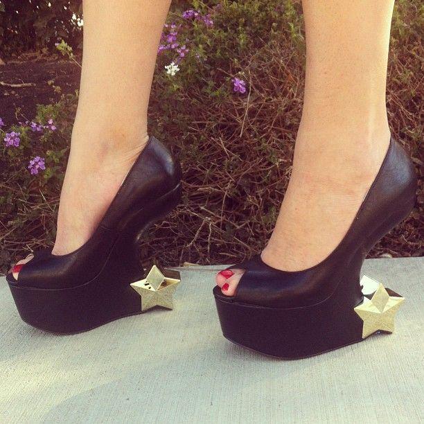 Starstruck. #gojane #stars #heelless #wedges #heels #peeptoe #shopping #rockstar #instadaily #instafashion