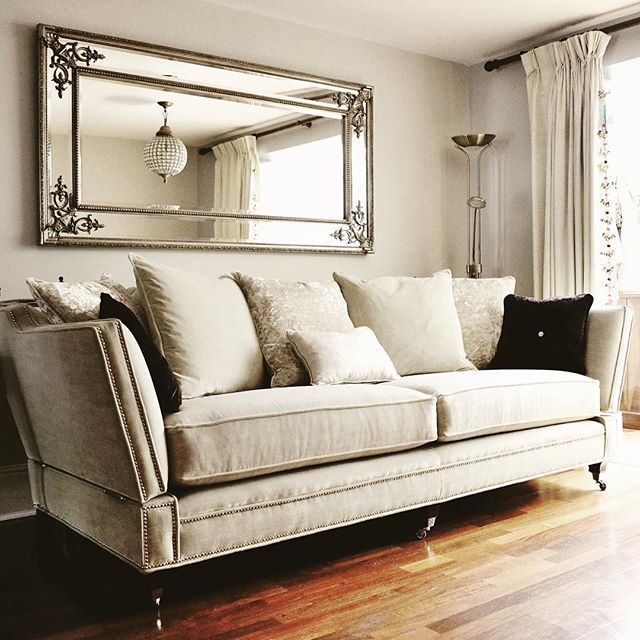 Savoy Knole In All Its Glory Visit Us Today 7 Days A Week 9 30am 6 30pm On 25 27 Horns Road Newbury Park Ilford Ig2 6bn Sofa Design Knole Sofa House Interior