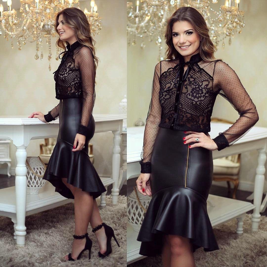 f337e7bbb {All black ✨} Look @docemaria_oficial ♥ Saia de couro com camisa de renda  transparente!
