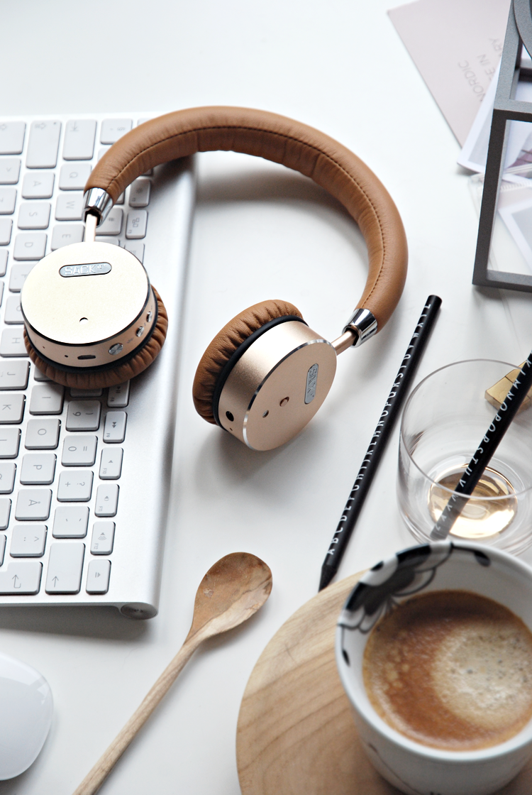 Only Deco Love: WOOFit wireless Headphones by SACKit
