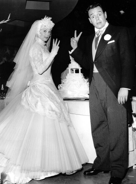 Desi Arnaz Wedding To Lucille Ball November 1940 Never Would Have Pictured Her In Such A Dress And Headpiece I Kinda Like It