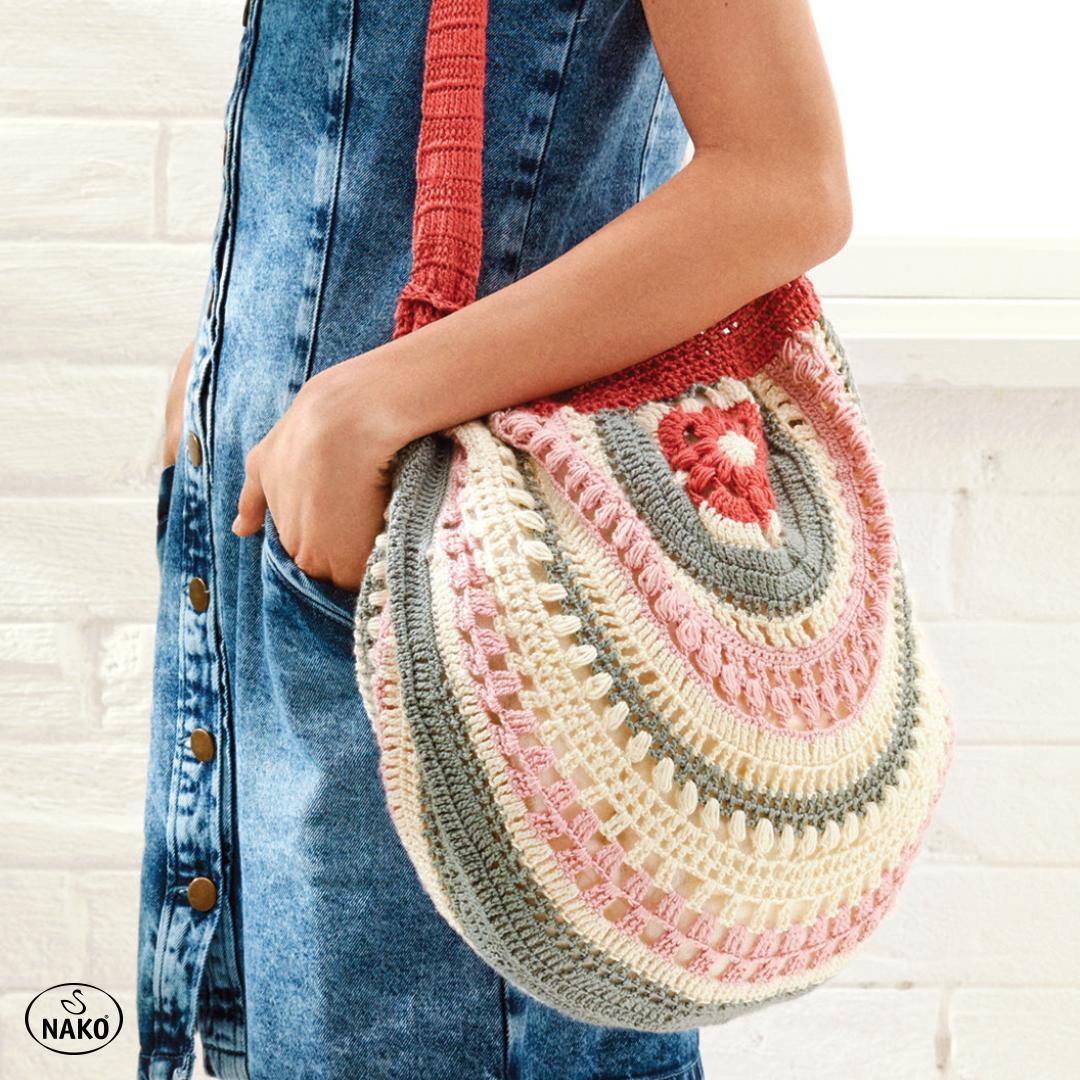 Photo of Tüm kombinlerinize kolayca uyum sağlayacak tığ işi yazlık çanta!
