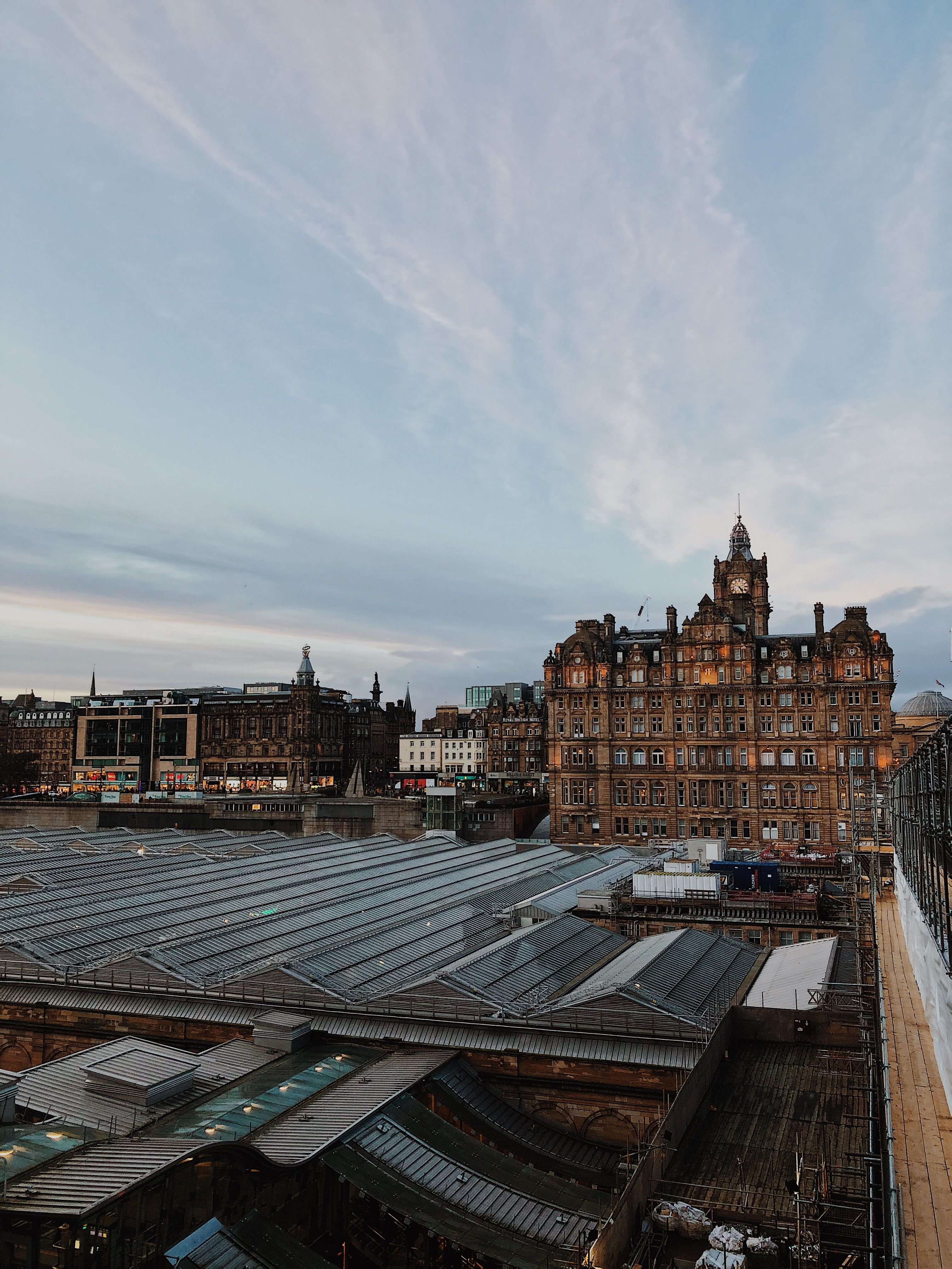 A selection of places in Edinburgh city centre where you can capture a great photo of the city #visitedinburgh #edinburgh #edinburghtravel #thisisedinburgh #edinburghphotography #scotland #thisisscotland #visitscotland #scotlandphotography #travelgram #travelphotography #travelwriter #travelguide #travelblog #travelblogger #worldtravel