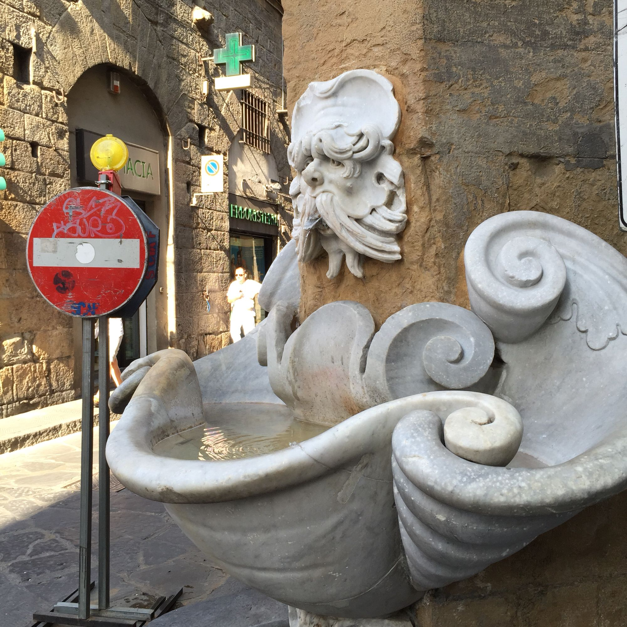 Buontalenti's fountain in the oltrarno in Florence. Photo :Girlinflorence