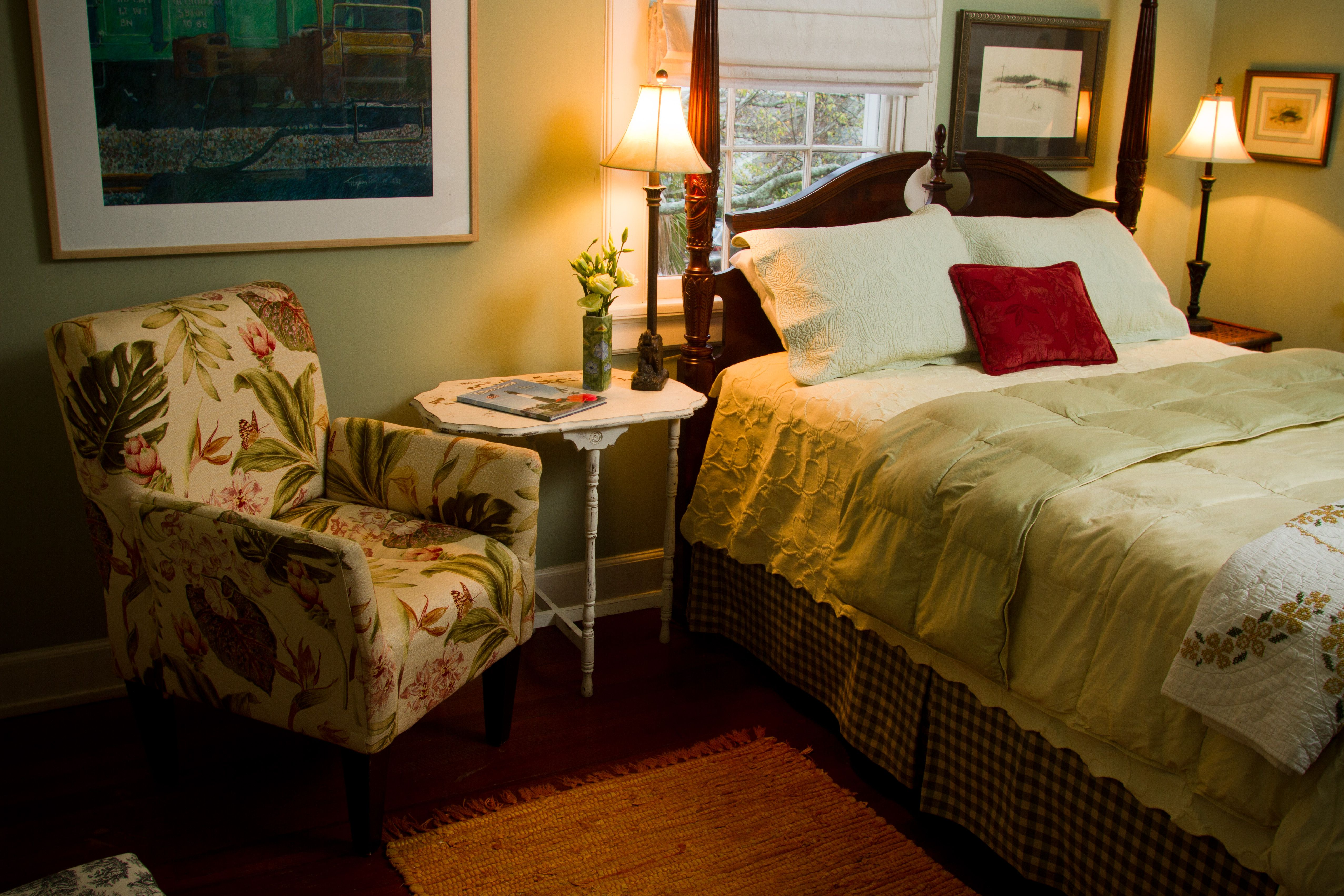Tybee bed and breakfast guest room. Photo (c) 2010