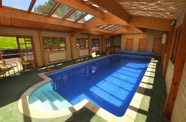 Holiday log cabin rental ringwood with private indoor for Private indoor swimming pools