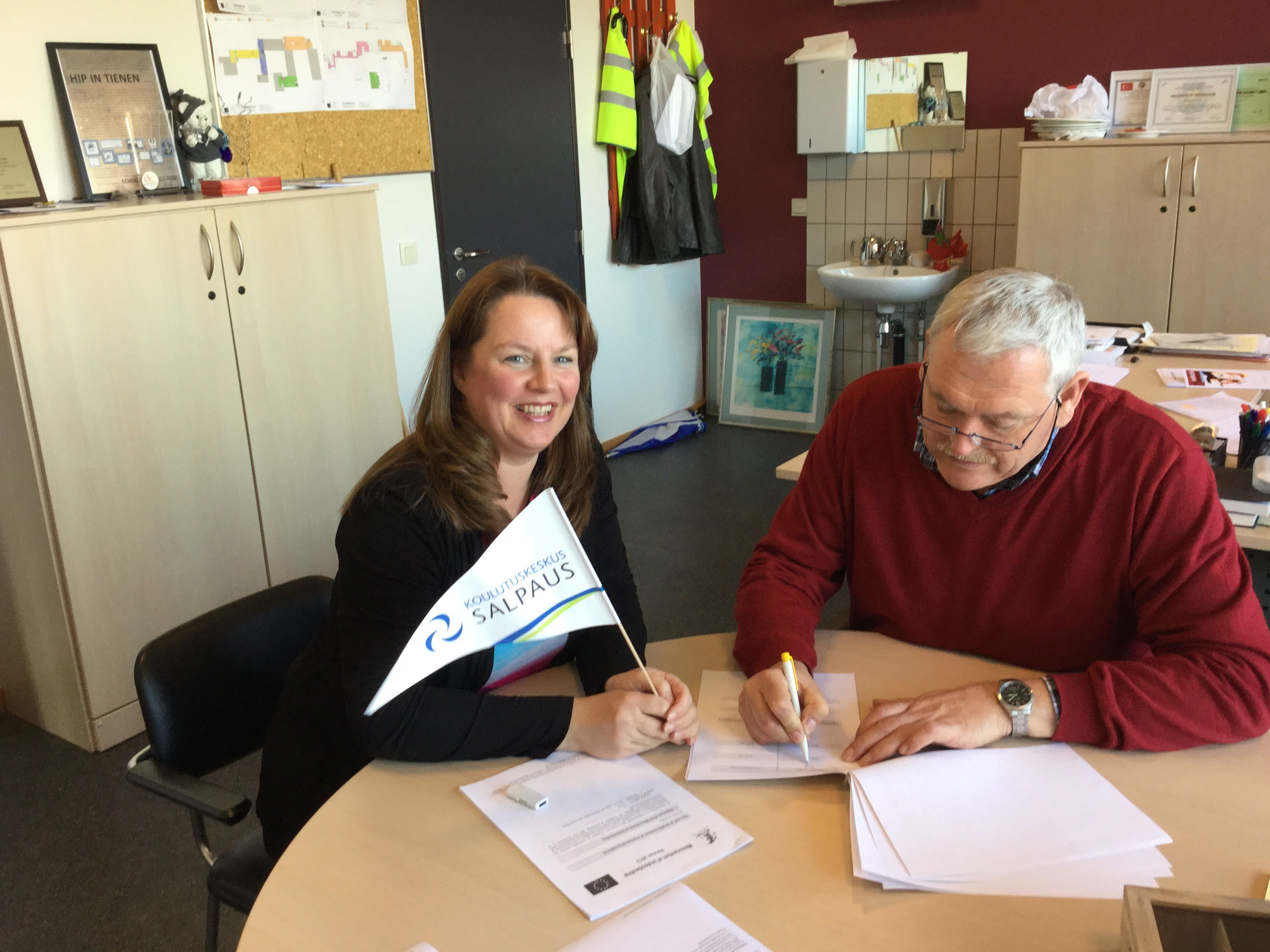 Salpauksen viiri liehuu yhteistyökumppanin luona Belgiassa: täysin uusi yhteistyösopimus MaRaEl alojen opiskelijoiden TOP jaksoja varten allekirjoitetaan nyt ensimmäistä kertaa.