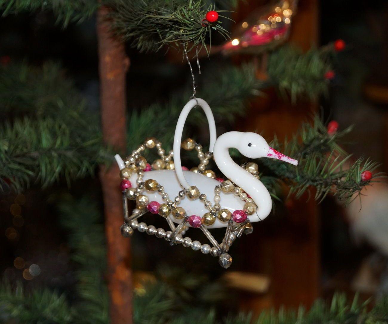christmas tree decorations schwan aus milchglas im gablonzer krbchen um 1920 5693 ebay