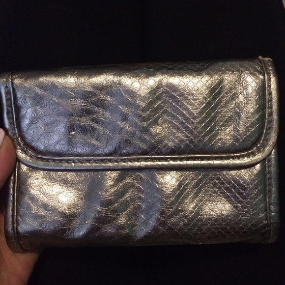 Pewter gray make up bag •Used a few times •I'm very good shape •Cute travel size  🚫 NO trades 🚫 NO Low Balling..please 💕 Bags Cosmetic Bags & Cases