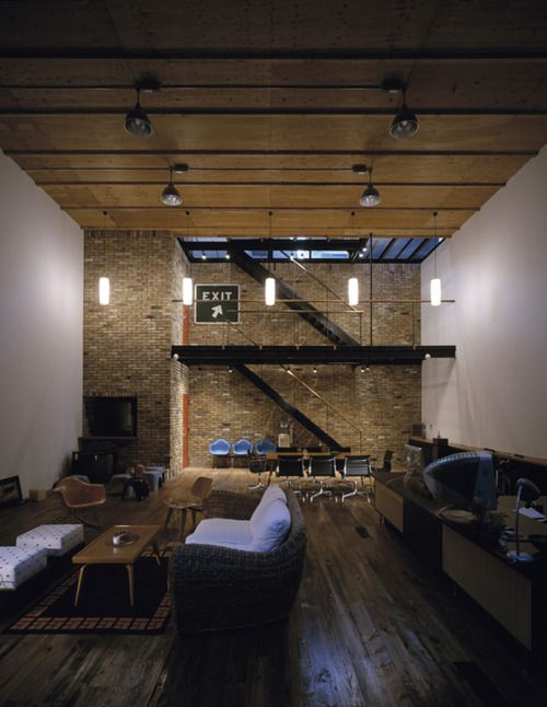 Man Cave Urban Areas : Loft with chill lounge area and direct roof access