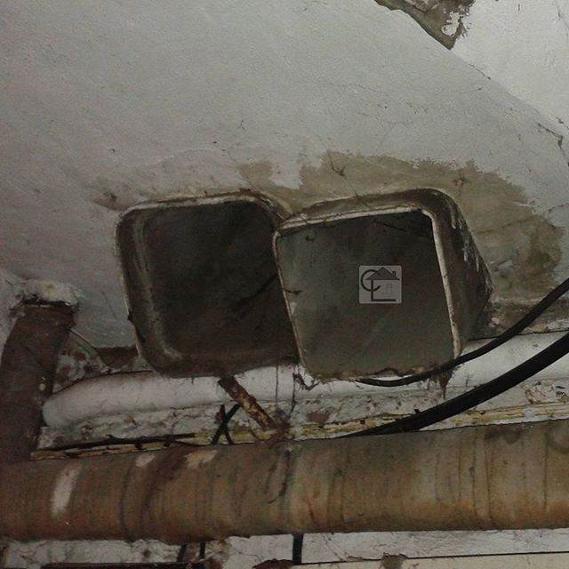gaines de ventilation ext rieure en fibro ciment amiant dans le sous sol d 39 un b timent de. Black Bedroom Furniture Sets. Home Design Ideas