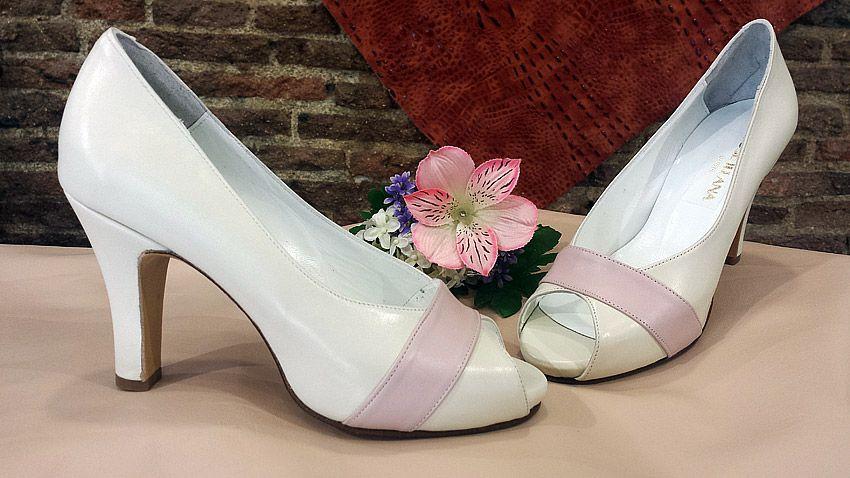 modelo abierto de punta en beige y rosa palo. este modelo está muy