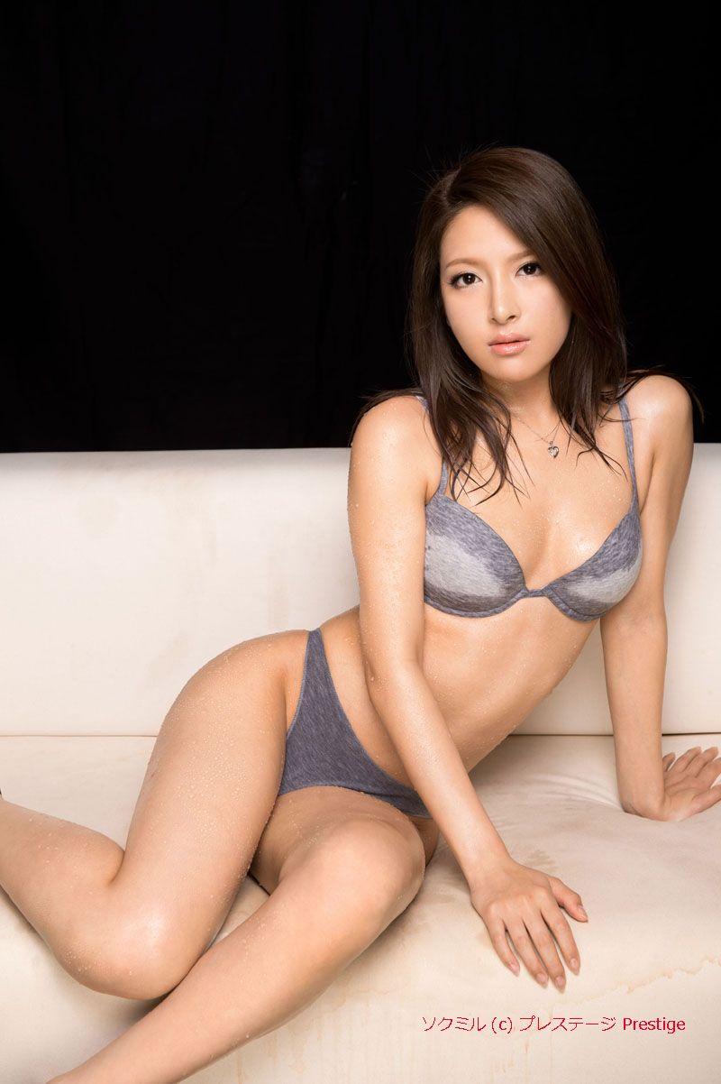 Lingerie model nana ninomiya finger fucks in raw solo