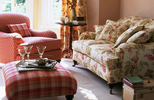Country Style Living Rooms A Little Shabby Chic But I Think You Could Pull It Off With The Plaid In Mix