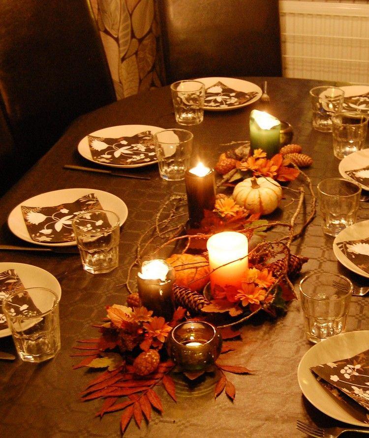 Tischdeko naturmaterialien herbst  Arrangement aus Naturmaterialien und Kerzen auf dem Tisch | Deko ...