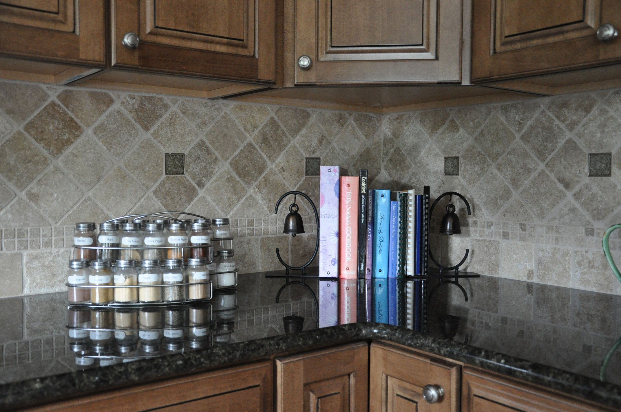 grey slate backsplash with ubatuba black granite countertops ...