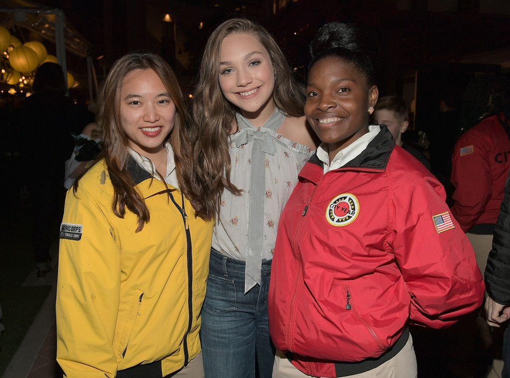 Maddie Ziegler With City Year Americorps Members At City Year Los