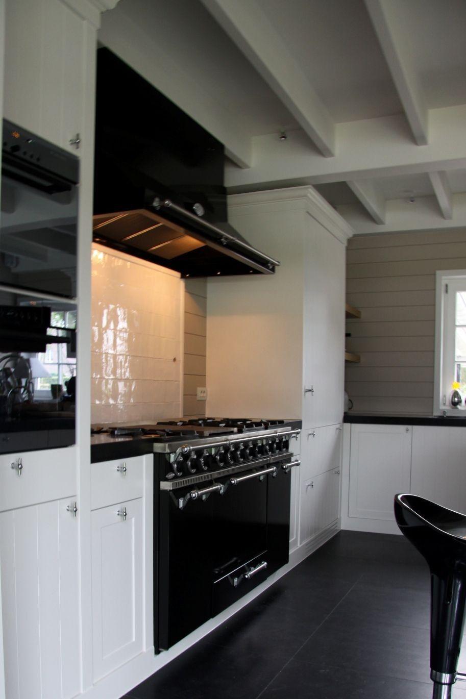 black and white modern farmhouse kitchen keuken keukens keuken idee on farmhouse kitchen black and white id=86698